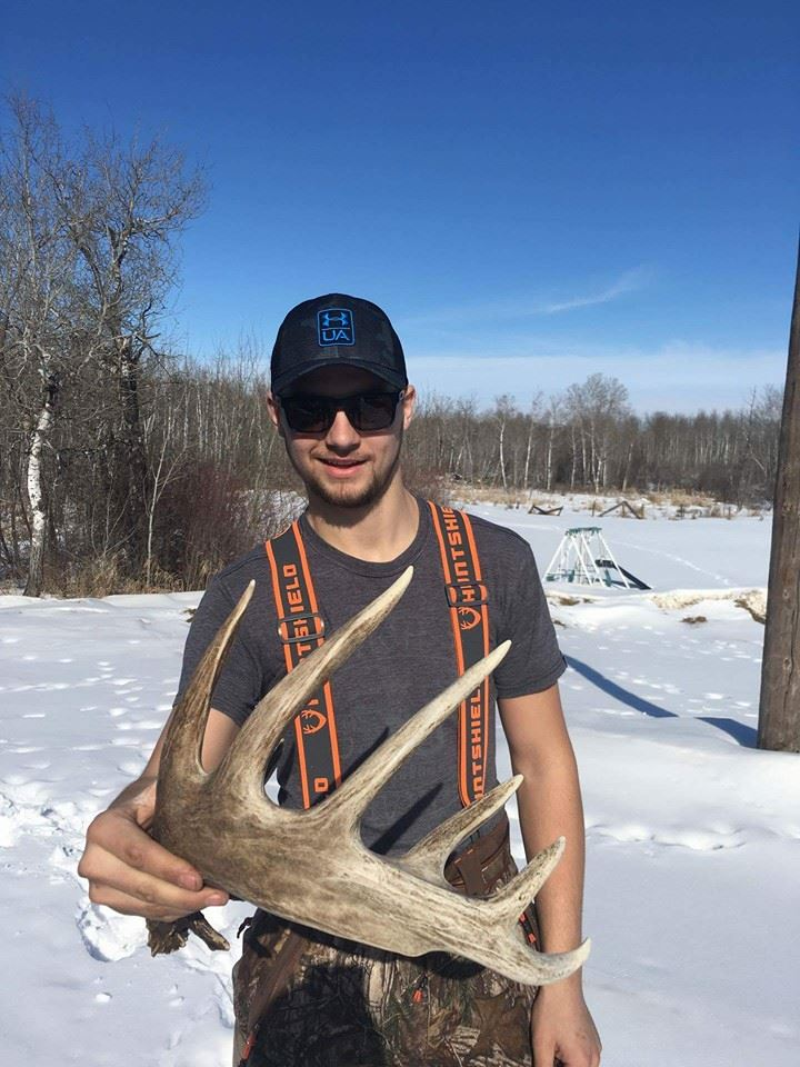 quentin-saunders-with-huge-shed-antler