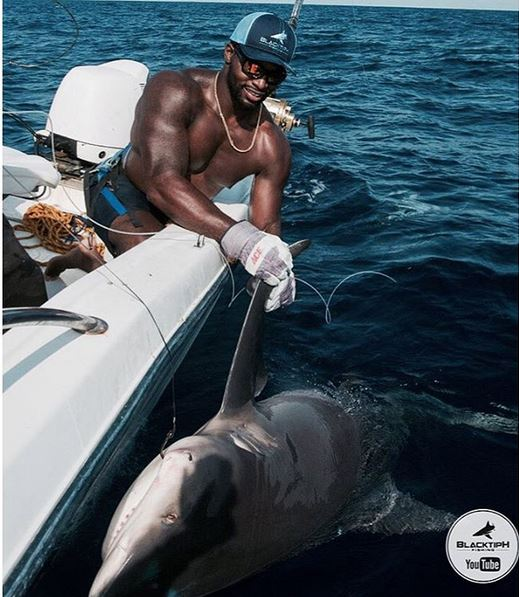 Green Bay Packers Linebacker Hauls in 400 lb Bull Shark
