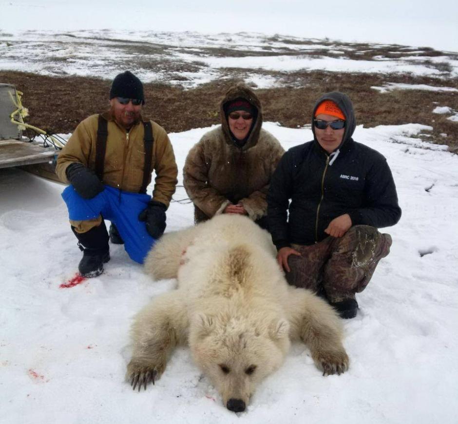 grolar-bear-hunters-after-the-kill-nunavut