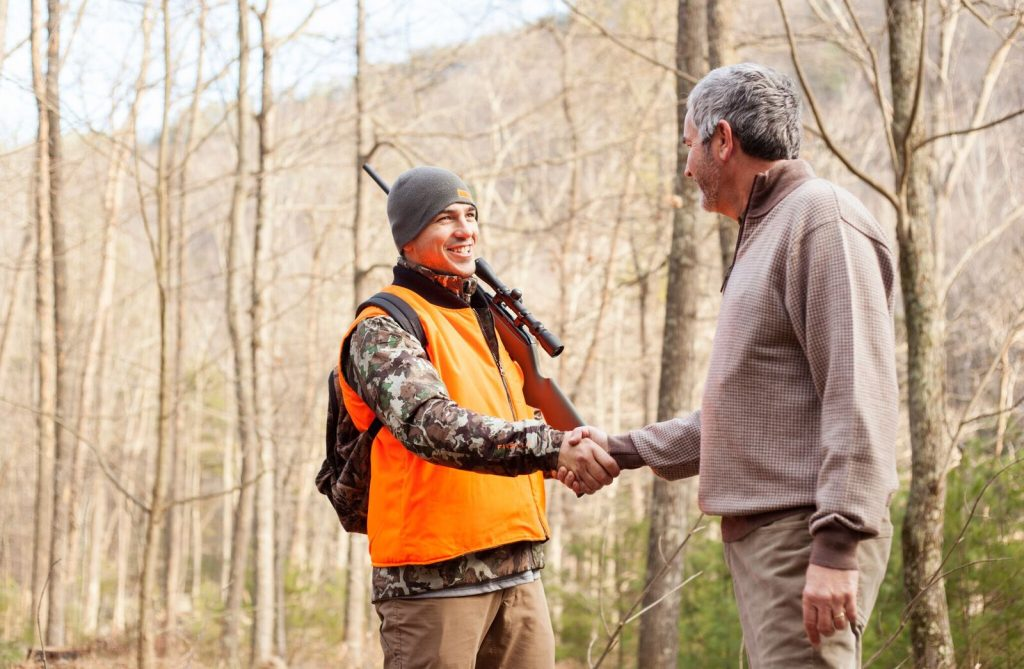 landowner-and-hunter-shaking-hands